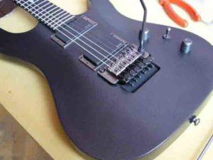 Как поменять струны на электрогитаре с Floyd Rose
