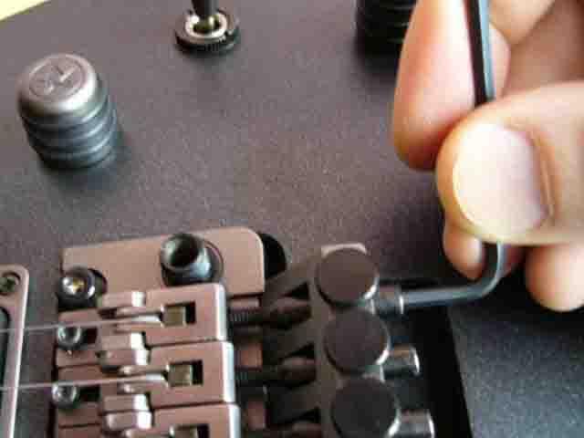 Как поменять струны на электрогитаре с Floyd Rose 12