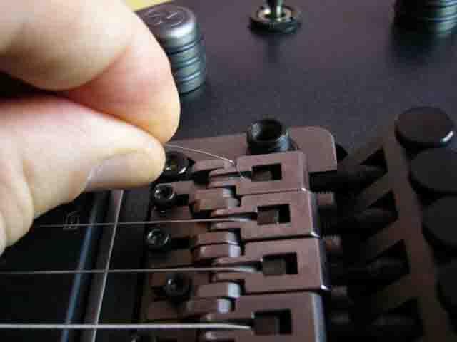 Как поменять струны на электрогитаре с Floyd Rose 13