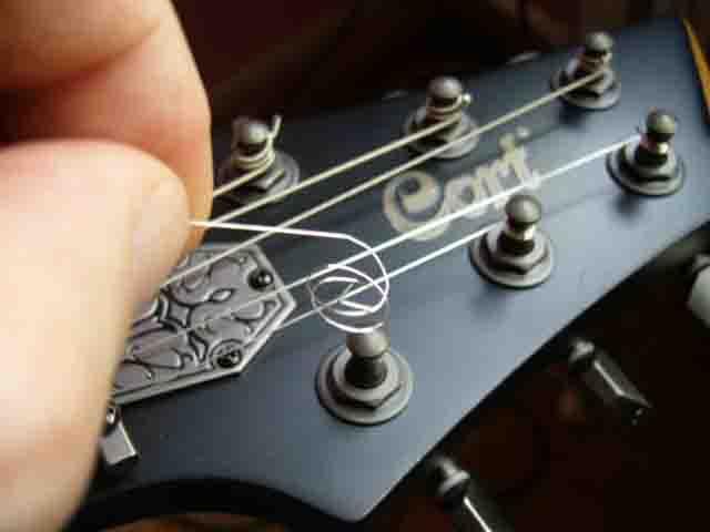 Как поменять струны на электрогитаре с Floyd Rose 15