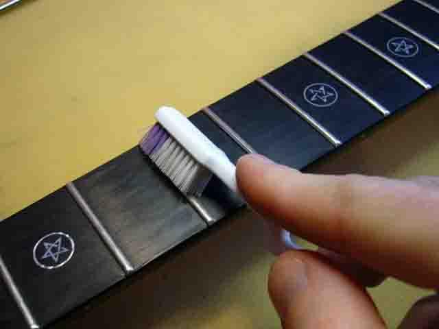 Как поменять струны на электрогитаре с Floyd Rose 19