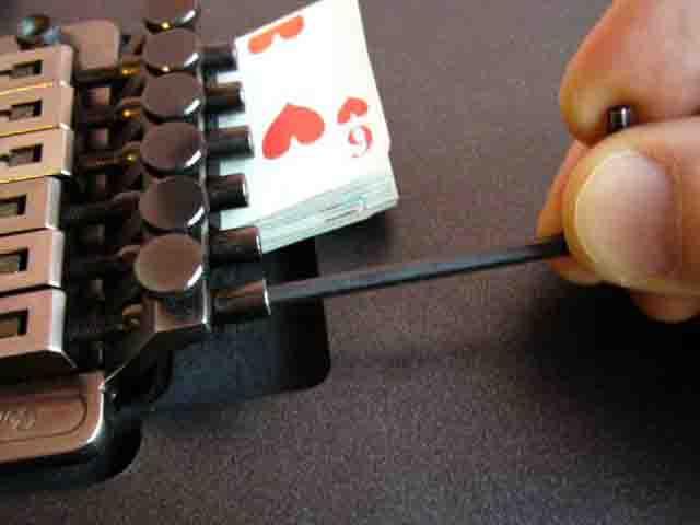 Как поменять струны на электрогитаре с Floyd Rose 28