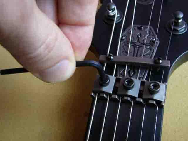 Как поменять струны на электрогитаре с Floyd Rose 3