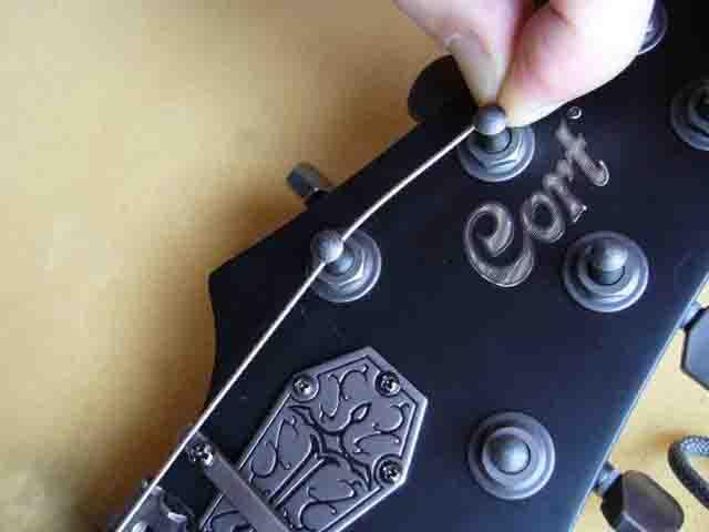 Как поменять струны на электрогитаре с Floyd Rose 32