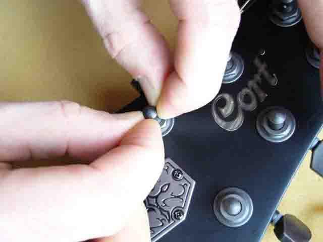 Как поменять струны на электрогитаре с Floyd Rose 34