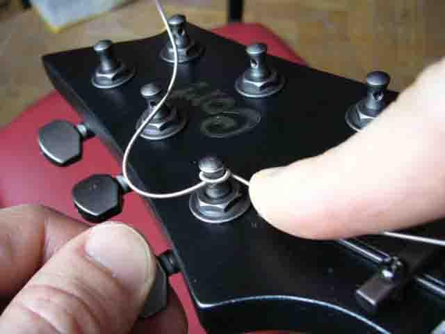 Как поменять струны на электрогитаре с Floyd Rose 39