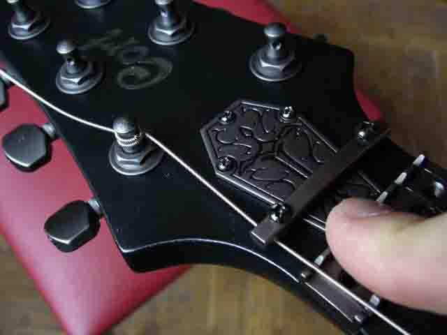 Как поменять струны на электрогитаре с Floyd Rose 42