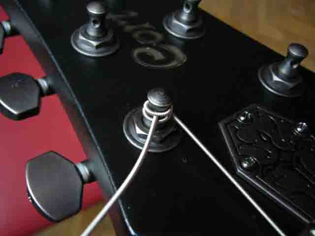 Как поменять струны на электрогитаре с Floyd Rose 44