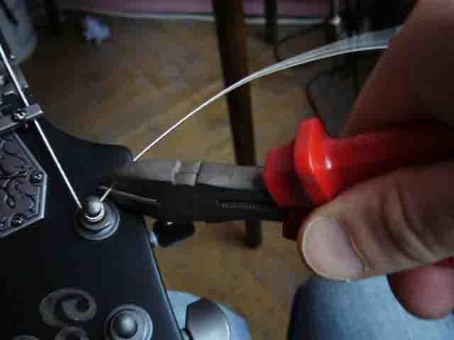 Как поменять струны на электрогитаре с Floyd Rose 45