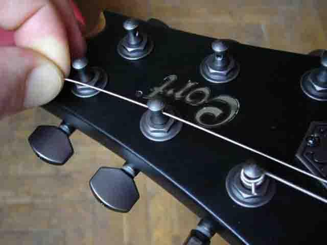 Как поменять струны на электрогитаре с Floyd Rose 49