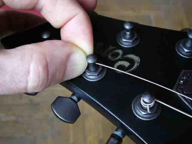 Как поменять струны на электрогитаре с Floyd Rose 50