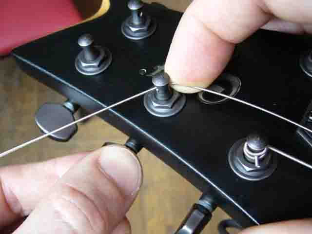 Как поменять струны на электрогитаре с Floyd Rose 52