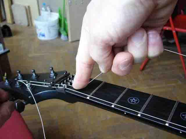 Как поменять струны на электрогитаре с Floyd Rose 53