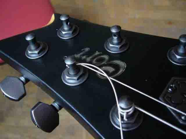 Как поменять струны на электрогитаре с Floyd Rose 54