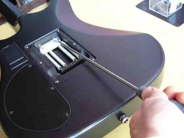 Как поменять струны на электрогитаре с Floyd Rose 7