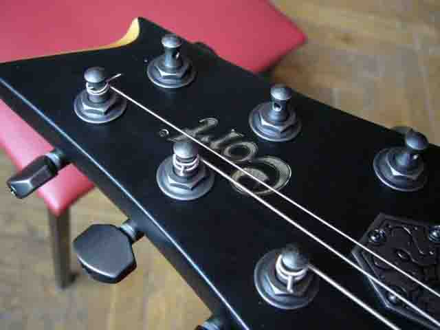 Как поменять струны на электрогитаре с Floyd Rose 60