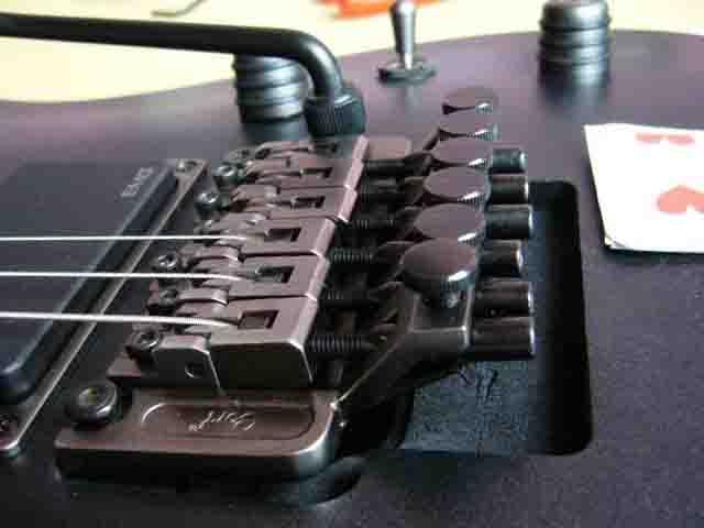 Как поменять струны на электрогитаре с Floyd Rose 61