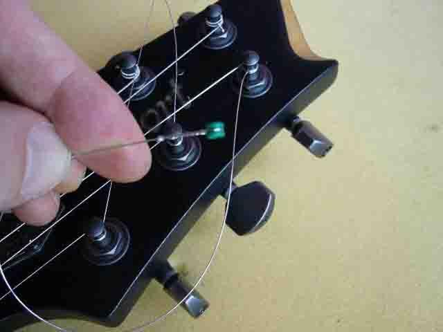 Как поменять струны на электрогитаре с Floyd Rose 64