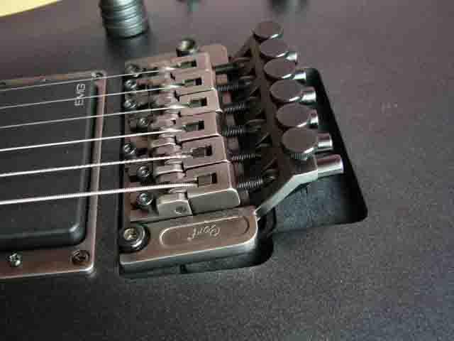 Как поменять струны на электрогитаре с Floyd Rose 67