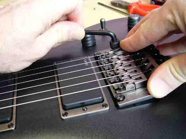 Как поменять струны на электрогитаре с Floyd Rose 68