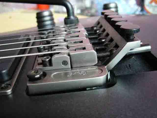 Как поменять струны на электрогитаре с Floyd Rose 71