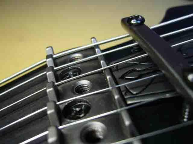 Как поменять струны на электрогитаре с Floyd Rose 72