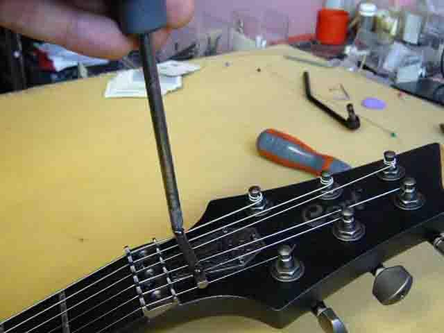 Как поменять струны на электрогитаре с Floyd Rose 73