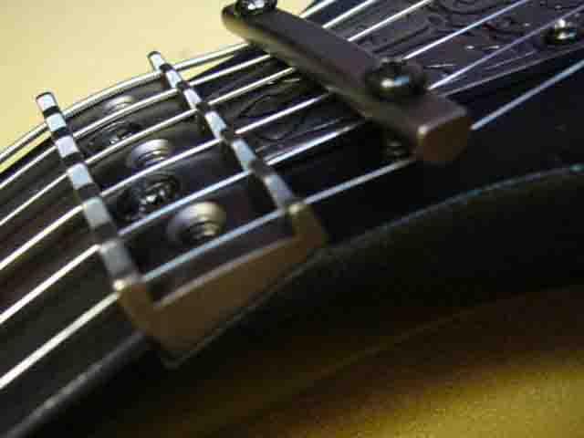 Как поменять струны на электрогитаре с Floyd Rose 74