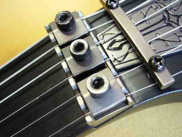 Как поменять струны на электрогитаре с Floyd Rose 77