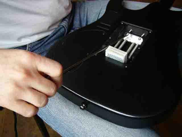 Как поменять струны на электрогитаре с Floyd Rose 80