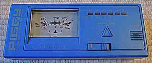 Гитарный тюнер с аналоговым дисплеем
