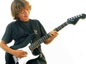Учимся играть на гитаре с нуля в домашних условиях