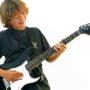 Как научиться играть на гитаре с нуля в домашних условиях?
