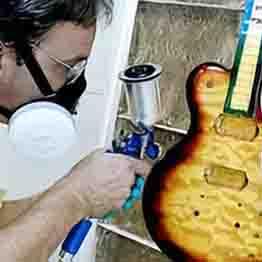 Перед покраской гитара должна быть идеально ровной и сухой.