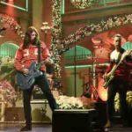 12 рок-звезд, поющих рождественские песни в прямом эфире