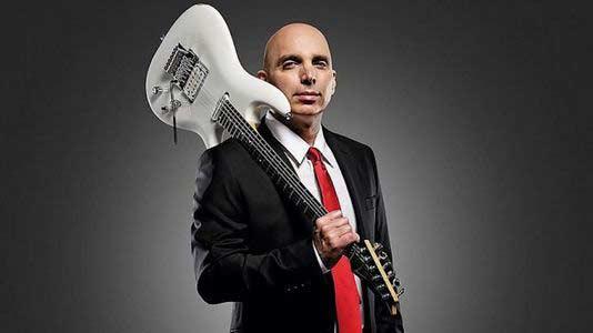 """Сатриани гитаристам: """"Вы никогда не продадите билеты людям, которых интересует только ваше техническое мастерство"""""""