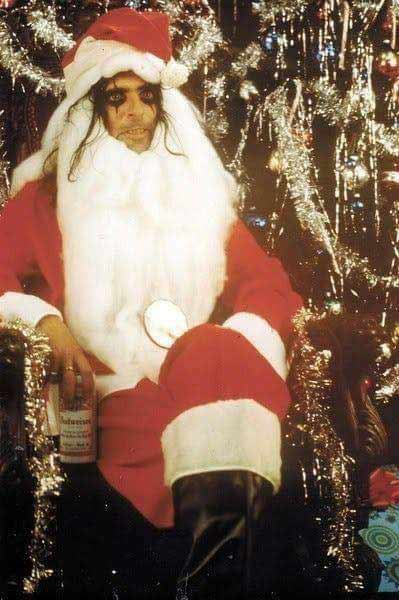 Alice Cooper(Элис Купер) в образе Санта-Клауса