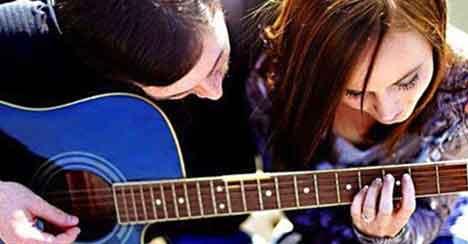 10 причин встречаться с гитаристом