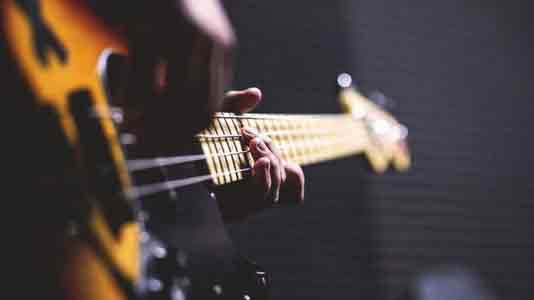 10 лучших бас-гитаристов мира на сегодняшний день