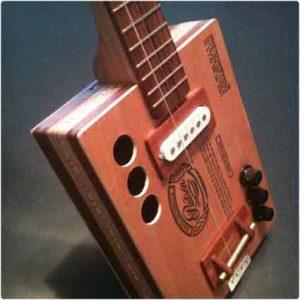 Гитара из сигарной коробки ручной работы