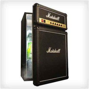 Холодильник в виде усилителя Marshall