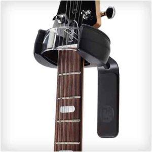 Самозакрывающаяся вешалка для гитары