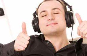 В перерывах между репетициями отдыхайте и слушайте музыку!