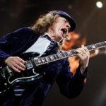 Ангус Янг, его гитары, усилители, струны и медиаторы