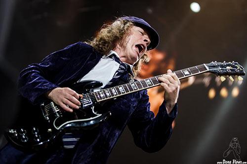 Ангус Янг — гитарист, композитор и ведущий гитарист австралийской хард-рок группы AC/DC, основанной в 1973 году.