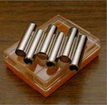 Камертон-свисток состоит из 6 отдельных свистков для каждой струны