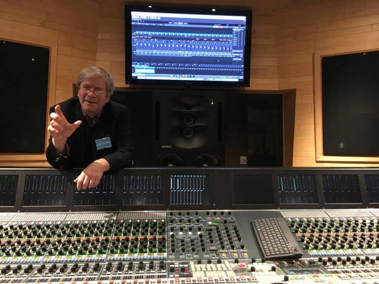 Джордж Массенбург объясняет детали процесса записи ударных в аппаратной Neve 88D.
